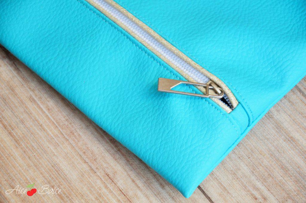 Trousse qui brille   simili cuir   passepoil doré   FE à passepoil   couture   sewing