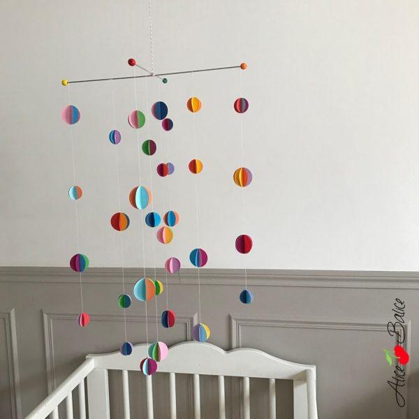 mobile de papier pour bébé | origami | recup | diy | tuto gratuit | color pop | couleur